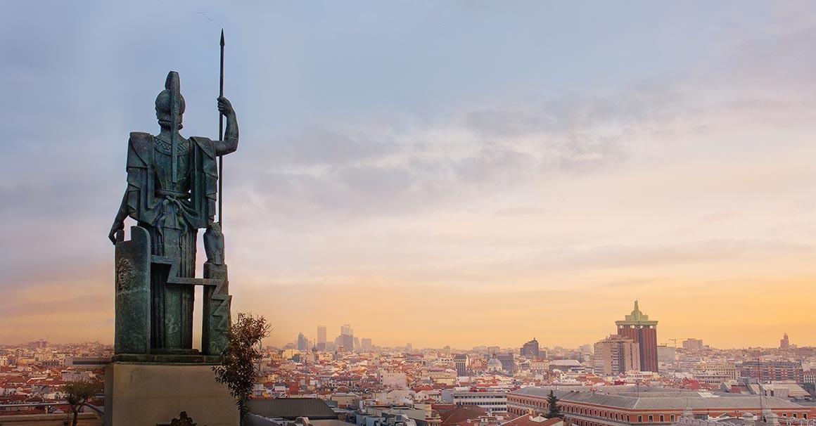 Estatua de diosa Atenea en Madrid