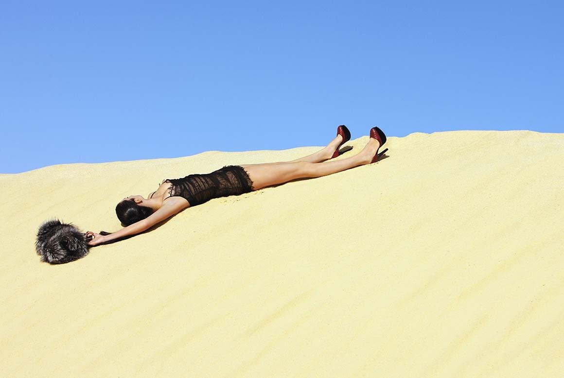 Tumbada en el Desierto