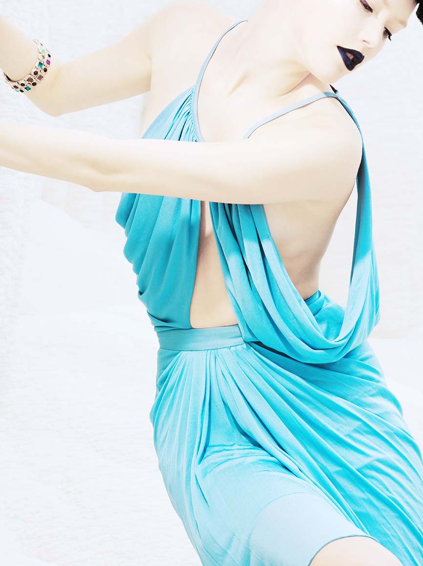 Azul sobre blanco