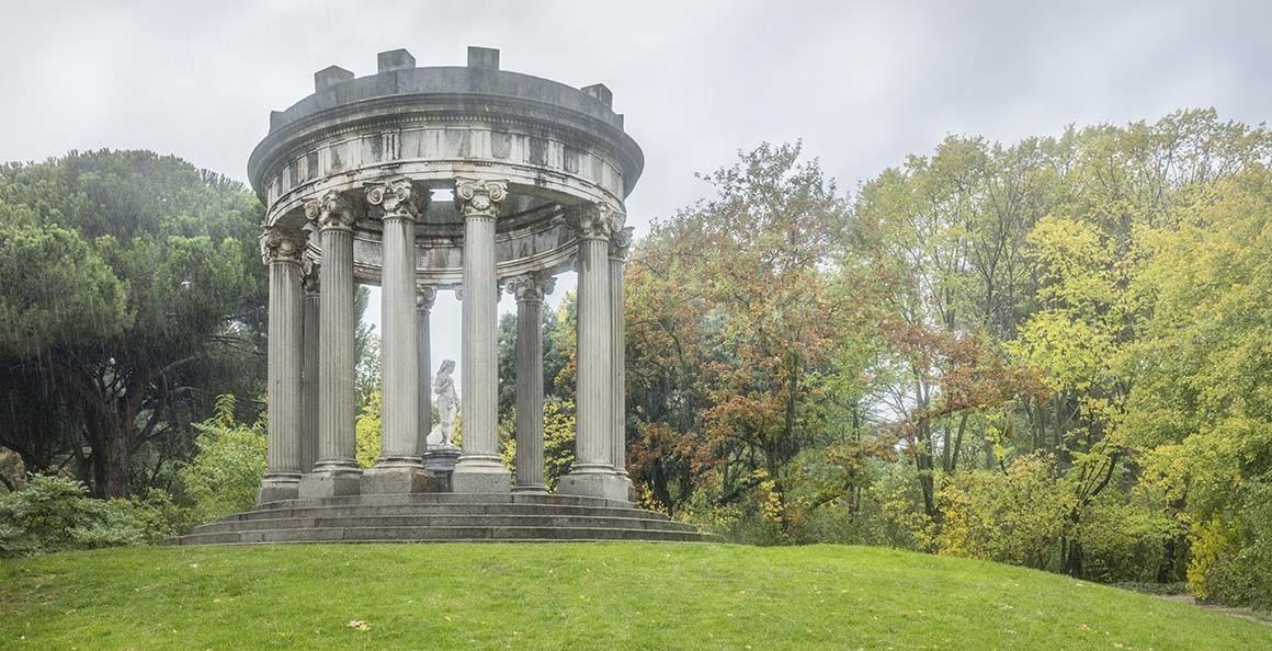 Templo de Baco en el parque del Capricho