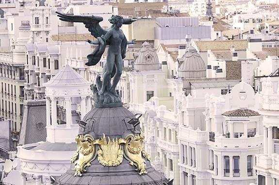 Escultura de Victoria Alada en Madrid