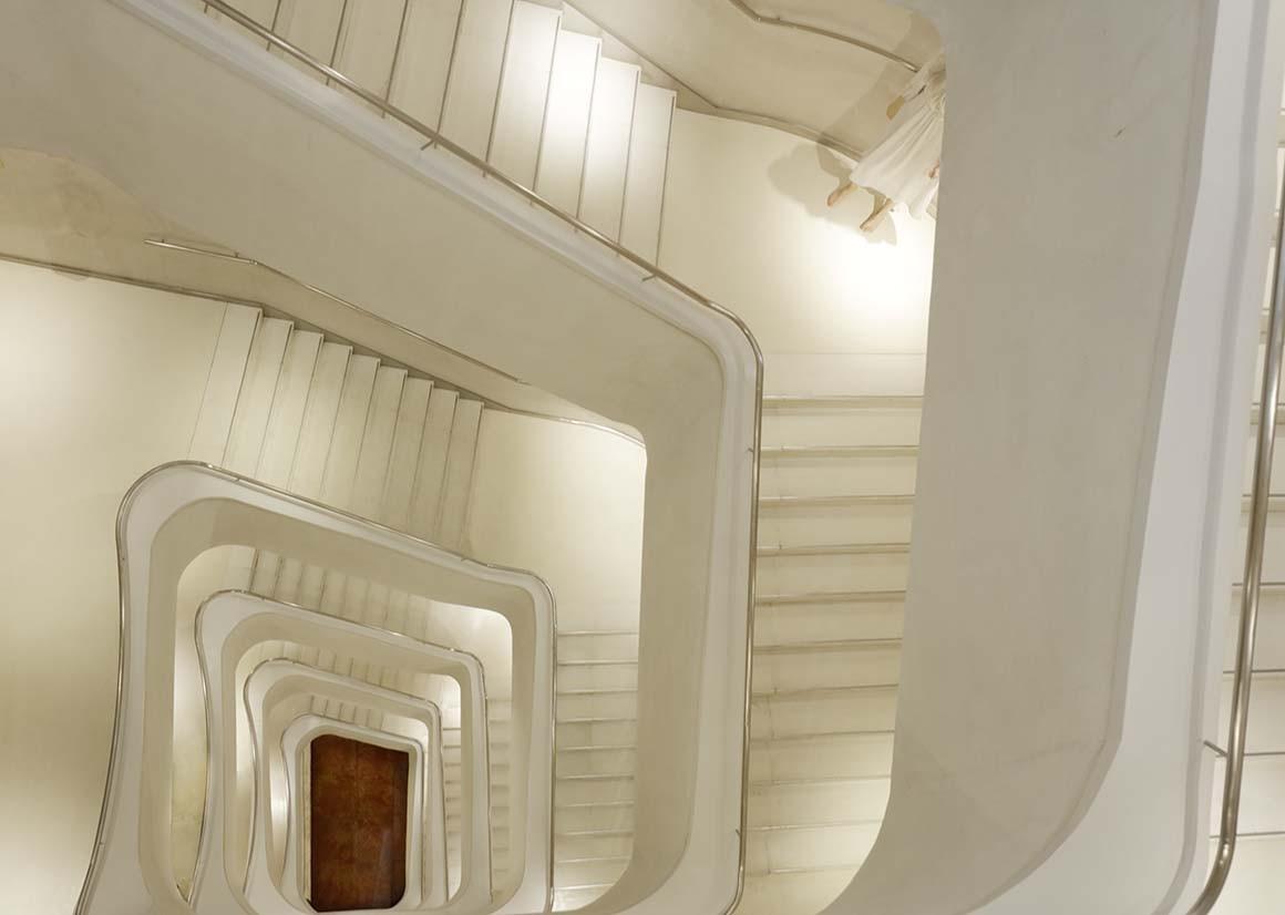 Al principio de la escalera